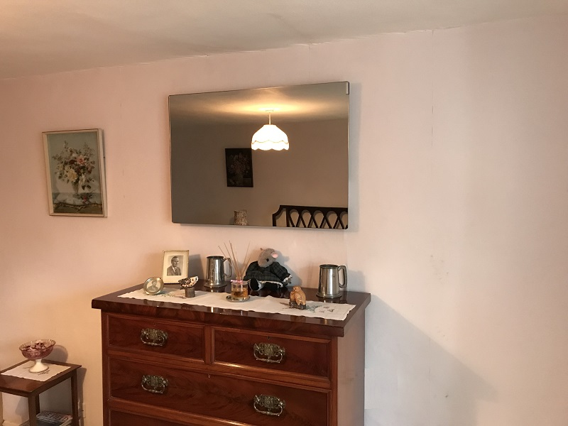 Bedroom Heating With Infrared Mirror Heater